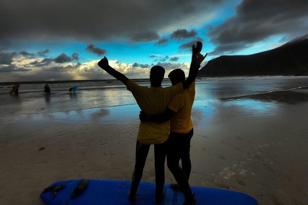 2 personer på en strand