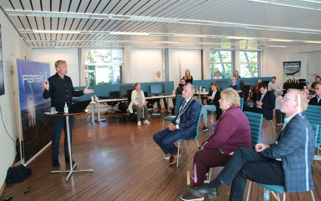 Statsminister Erna Solberg på besøk hos Framsikt