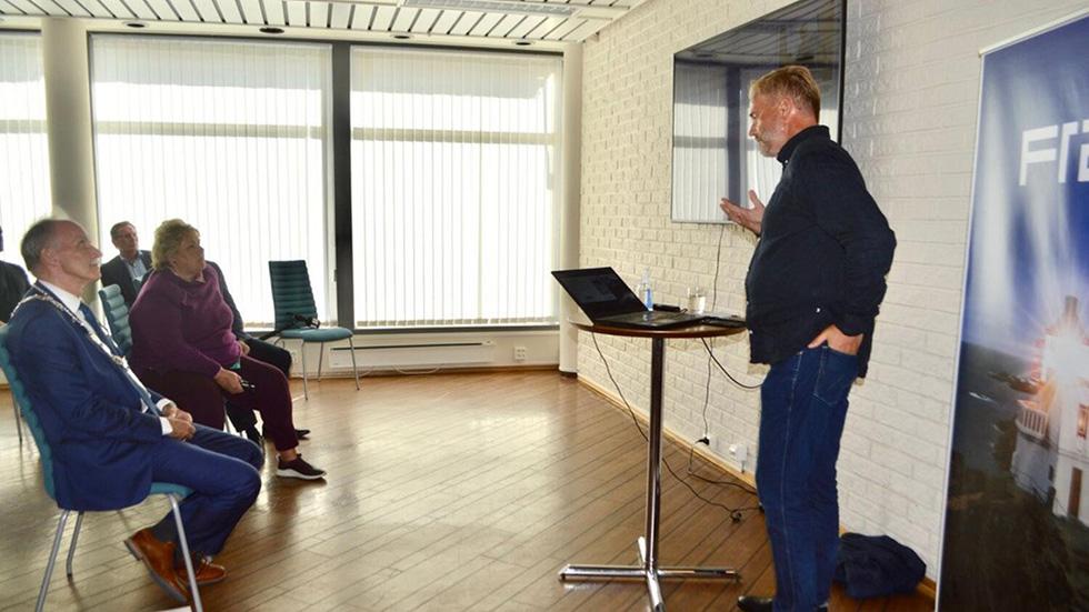 Statsminister Erna Solberg besøker Framsikt i Bø